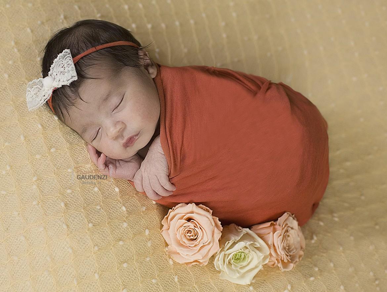 Newborn Emma con sua sorella Alessia